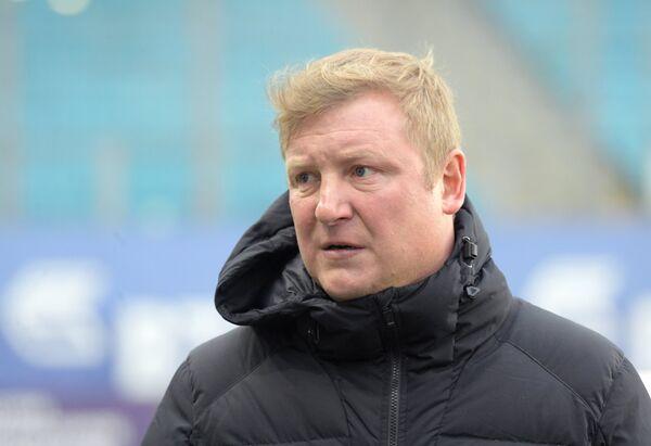 Старший тренер Тосно Владимир Бесчастных