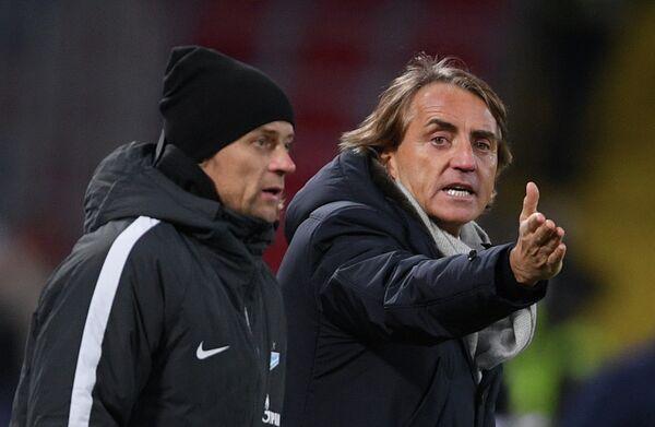 Главный тренер Зенита Роберто Манчини (справа) и тренер Зенита Анатолий Тимощук
