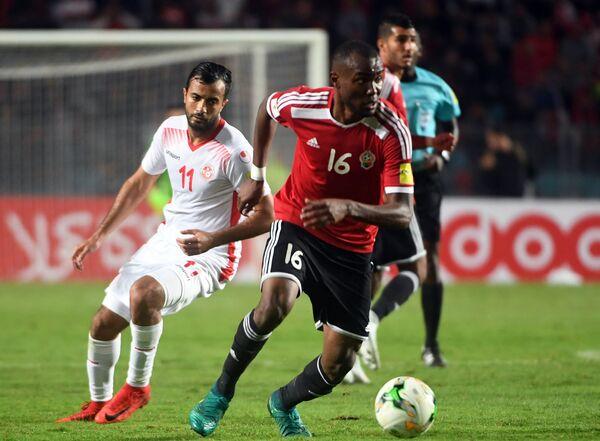 Игровой момент матча отборочного турнира ЧМ-2018 между сборными Туниса и Ливии