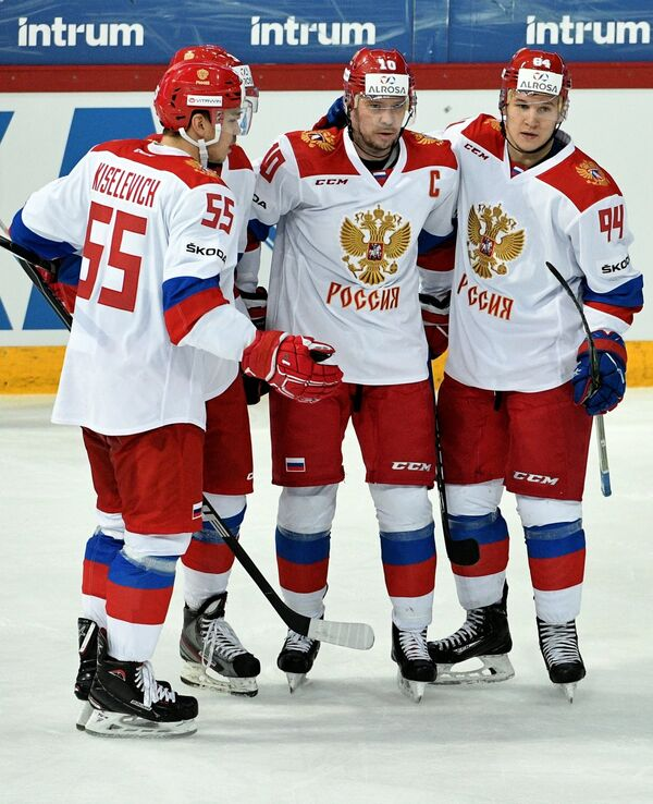 Хоккеисты сборной России Богдан Киселевич, Сергей Мозякин и Александр Барабанов (слева направо)