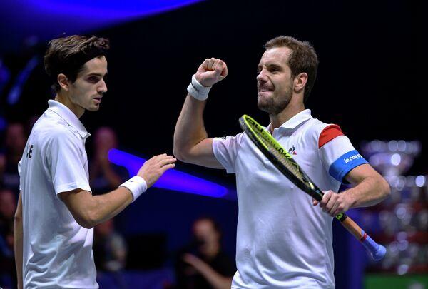 Французские теннисисты Ришар Гаске (справа) и Пьер-Юг Эрбер
