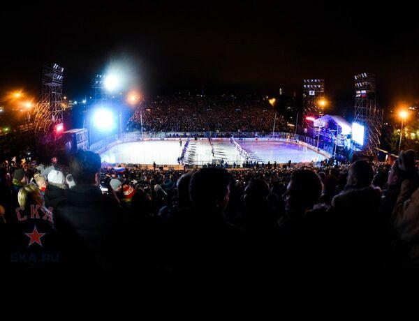 Хоккеисты Йокерита и СКА перед началом матча под открытым небом в Хельсинки