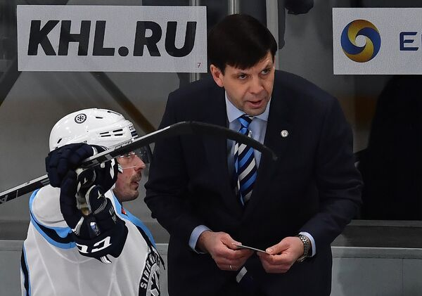 Тренер Сибири Павел Зубов (справа)