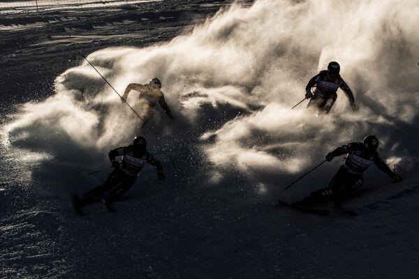 Соревнования этапа Кубка мира по фристайлу в дисциплине ски-кросс во французском Валь Торанс
