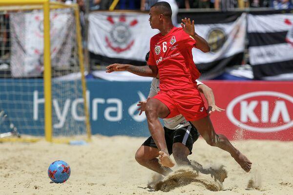 Игрок пляжного футбольного клуба Локомотива Нелито (№6)