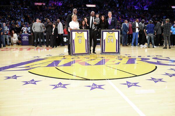 Торжественная церемония выведения из обращения номеров защитника Лос-Анджелес Лейкерс Кобе Брайанта