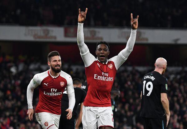 Нападающие лондонского Арсенала Оливье Жиру и Дэнни Уэлбек (слева направо)