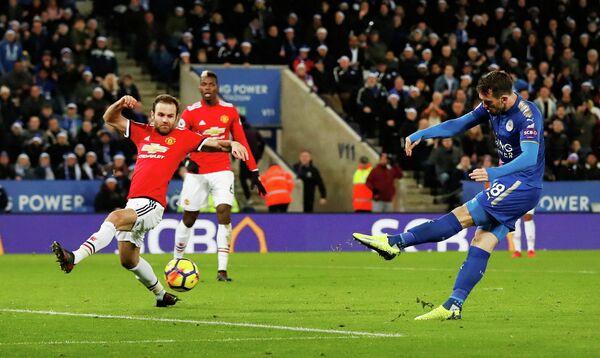 Игровой момент матча Лестер - Манчестер Юнайтед