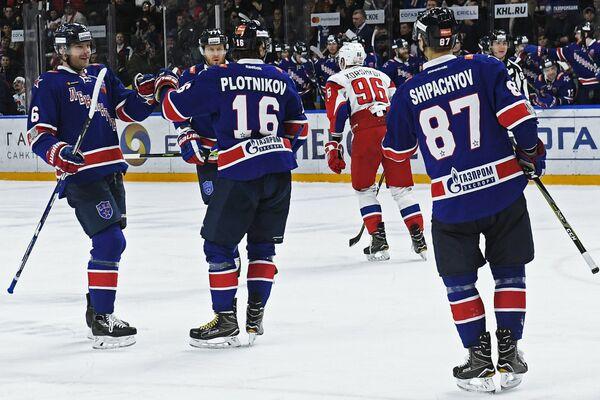 Игроки ХК СКА Патрик Херсли, Антон Белов, Сергей Плотников (слева направо)