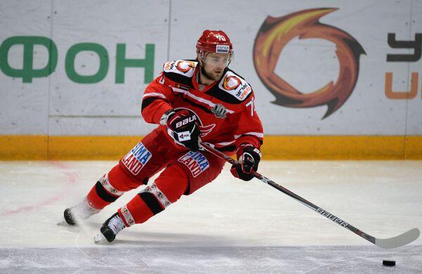 Хоккеист Автомобилиста Егор Миловзоров
