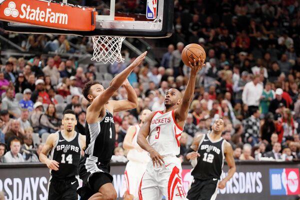 Игровой момент матча НБА Сан-Антонио - Хьюстон