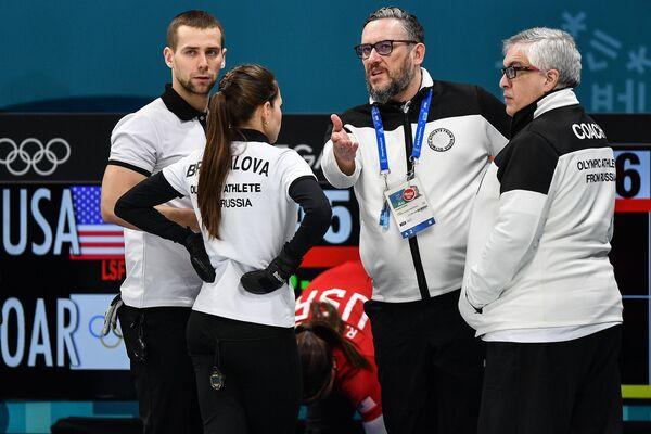 Александр Крушельницкий, Анастасия Брызгалова, российский тренер Василий Гудин (слева направо)