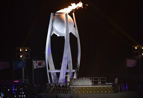 Южнокорейская фигуристка Ким Юна зажигает огонь Игр-2018 в Пхенчхане