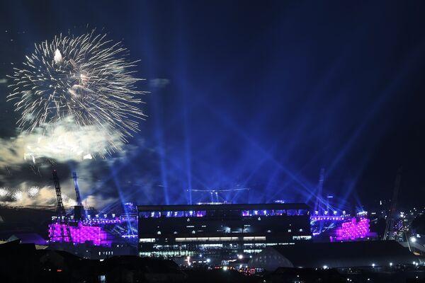 Салют во время церемонии открытия зимних Олимпийских игр в Пхенчхане
