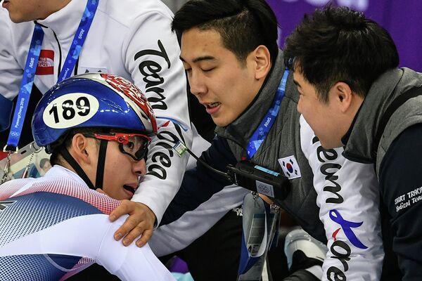 Лим Хё Джун (слева)