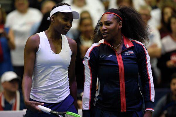 Американские теннисистки Винус и Серена Уильямс (слева направо)