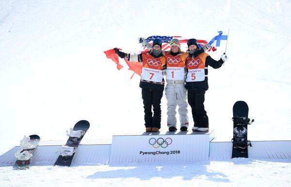 Лори Блуэн, Джейми Андерсон, Энни Рукаярви (слева направо)