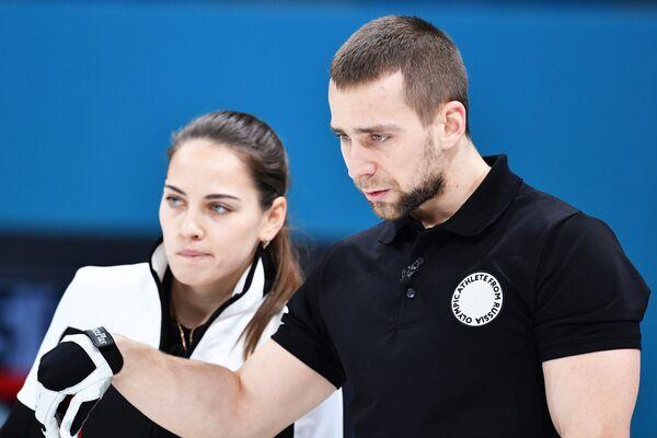 Российские керлингисты Анастасия Брызгалова и Александр Крушельницкий