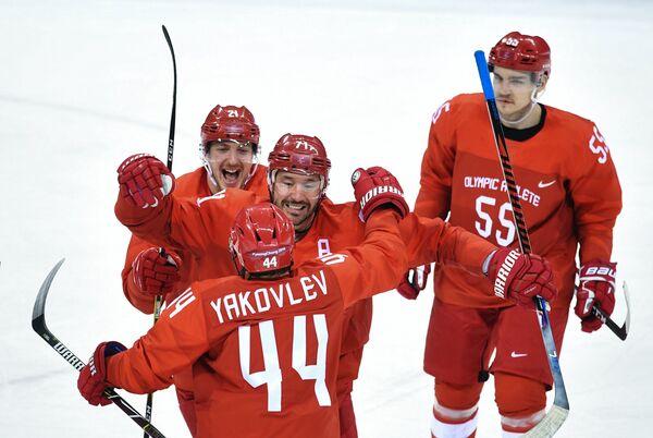 Российские хоккеисты Сергей Калинин, Егор Яковлев, Илья Ковальчук и Богдан Киселевич (слева направо)
