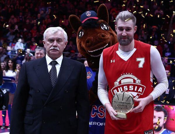 MVP Матча звезд Единой лиги ВТБ Сергей Карасев (справа)