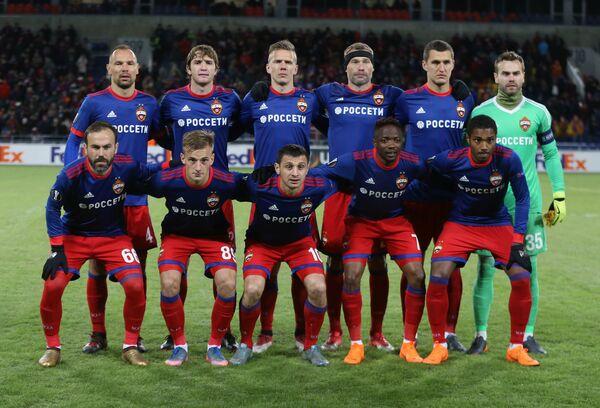 Футболисты ЦСКА. Второй справа в верхнем ряду - Виктор Васин