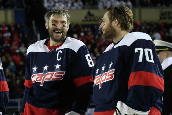 Хоккеисты Вашингтон Кэпиталз Александр Овечкин (слева) и Брэйден Холтби