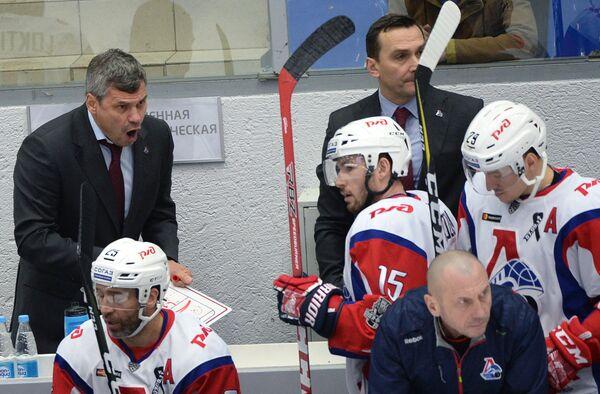 Главный тренер ХК Локомотив Дмитрий Квартальнов (слева)