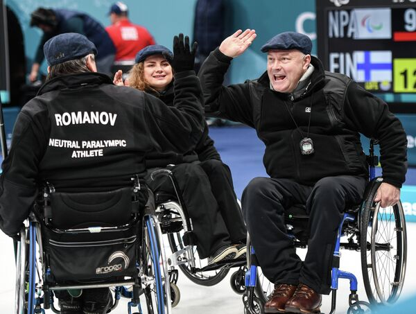 Российские керлингисты Александр Шевченко, Дарья Щукина и Марат Романов (справа налево)