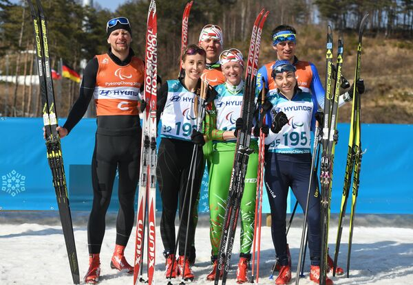 Михалина Лысова, Светлана Сахоненко и Оксана Шишкова (слева направо) со своими ведущими