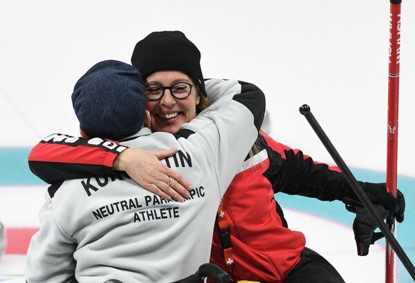 Российский атлет Константин Курохтин (слева)