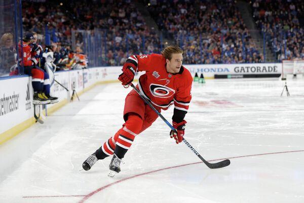 Защитник клуба НХЛ Каролина Харрикейнз Ноа Хэнифин