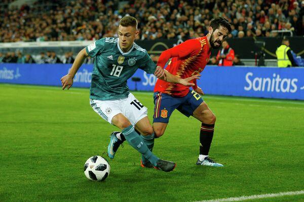 Игровой момент товарищеского матча между сборными Германии и Испании