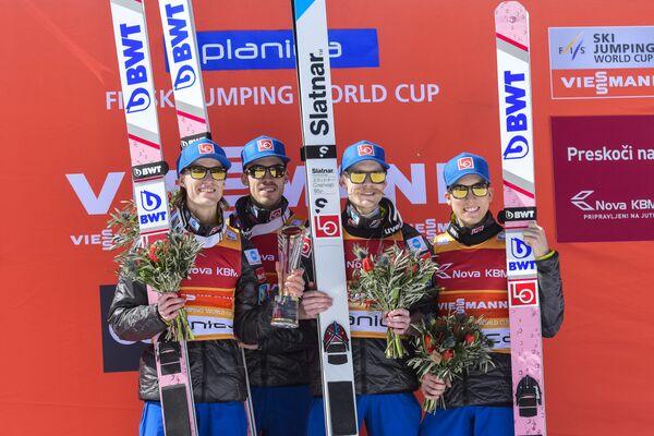 Норвежские летающие лыжники Даниэль-Андре Танде, Андреас Стьернен, Роберт Юханссон, Йоханн Андре Форфанг (слева направо)