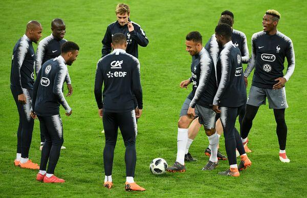 Игроки сборной Франции по футболу на тренировке