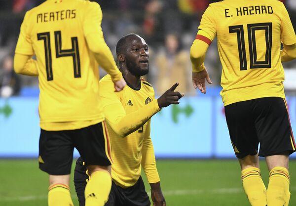 Футболисты сборной Бельгии Дрис Мертенс, Ромелу Лукаку и Эден Азар (слева направо)