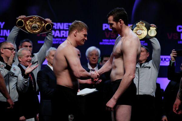 Александр Поветкин (слева) и Дэвид Прайс