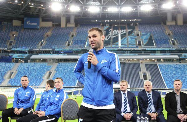 Защитник Зенита Бранислав Иванович на встрече с болельщиками