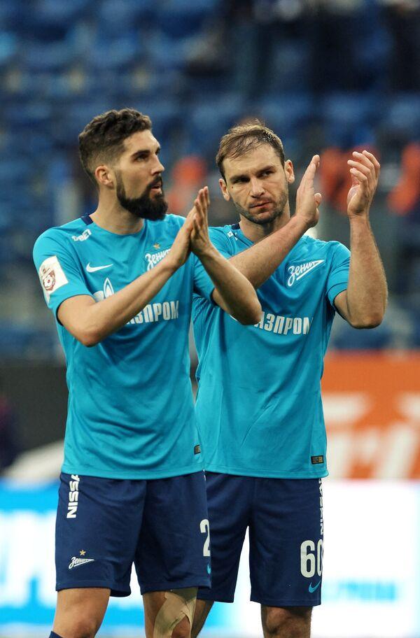 Игроки ФК Зенит Миха Мевля (слева) и Бранислав Иванович