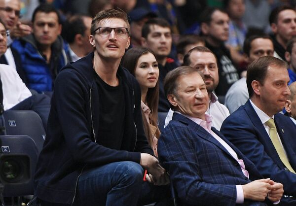 Андрей Кириленко (слева)
