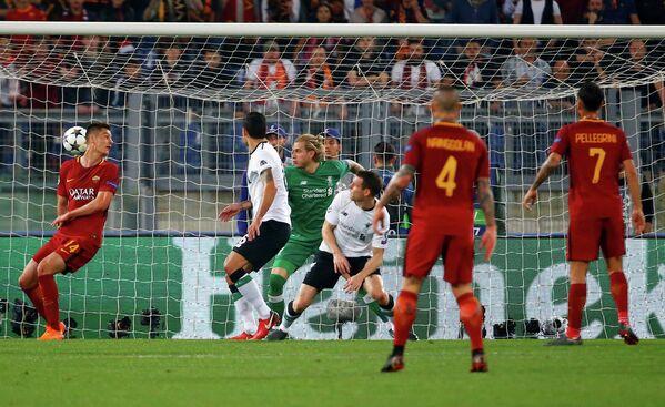 Игровой момент матча Рома - Ливерпуль