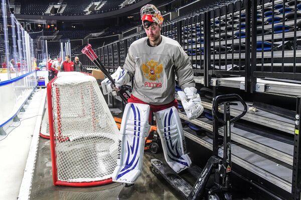 Вратарь сборной России Василий Кошечкин