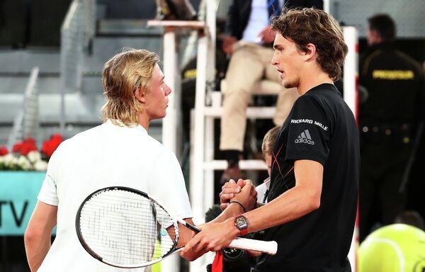 Канадский теннисист Денис Шаповалов и немец Александр Зверев (слева направо)