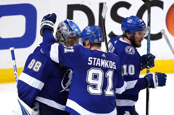 Хоккеисты Тампы Бэй Лайтнинг Андрей Василевский, Стивен Стэмкос и Джей Ти Миллер (слева направо)