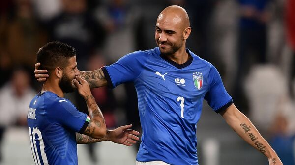 Нападающие сборной Италии по футболу Лоренцо Инсинье и Симоне Дзадза (слева направо)