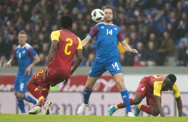 Защитник сборной Исландии Кари Арнасон (№14)