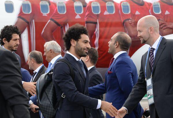 Форвард сборной Египта Мохаммед Салах (в центре)