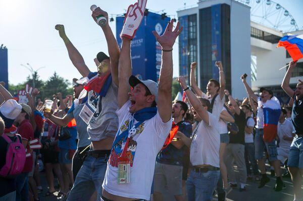 Болельщики в Ростове во время просмотра матча ЧМ-2018 по футболу