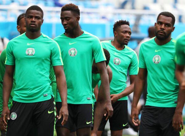 Футболисты сборной Нигерии Элдерсон Эчиеджиле, Келечи Ихеаначо, Ахмед Муса и Брайан Идову (слева направо)