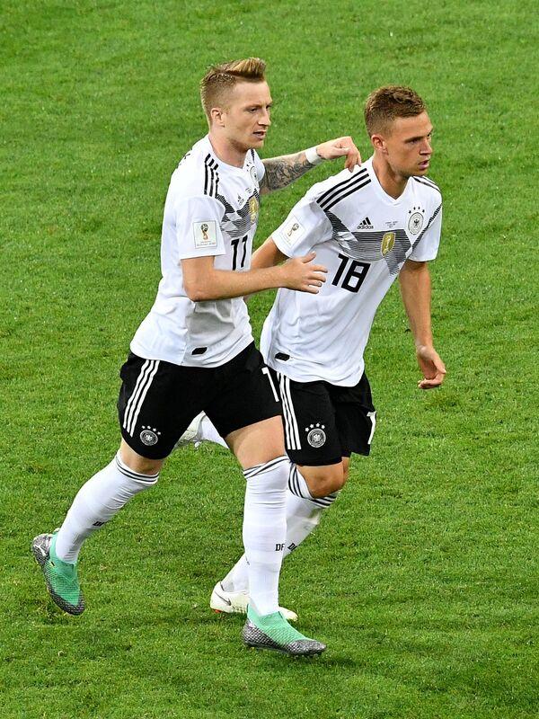 Футболисты сборной Германии Марко Ройс и Йозуа Киммих (Слева направо)