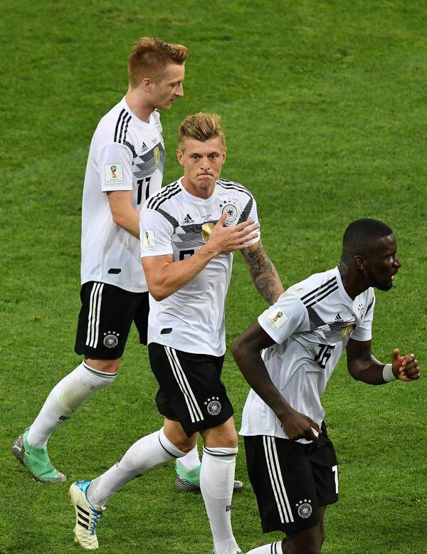 Футболисты сборной Германии Марко Ройс, Тони Кроос, Антонио Рюдигер (Слева направо)